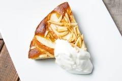 Πίτα της Apple με τα αμύγδαλα Στοκ Φωτογραφία