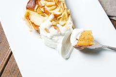 Πίτα της Apple με τα αμύγδαλα Στοκ εικόνες με δικαίωμα ελεύθερης χρήσης