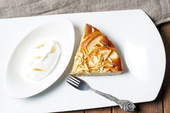 Πίτα της Apple με τα αμύγδαλα Στοκ Εικόνες