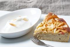 Πίτα της Apple με τα αμύγδαλα Στοκ Εικόνα