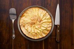 Πίτα της Apple με τα μαχαιροπήρουνα Στοκ φωτογραφία με δικαίωμα ελεύθερης χρήσης