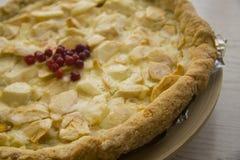Πίτα της Apple με τα μούρα Στοκ Εικόνες