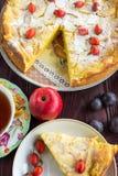 Πίτα της Apple με τα μούρα Στοκ φωτογραφίες με δικαίωμα ελεύθερης χρήσης