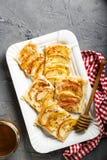 Πίτα της Apple με την κανέλα και το μέλι Στοκ Φωτογραφίες