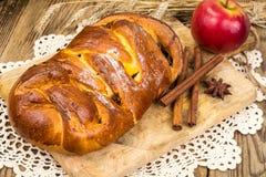 Πίτα της Apple με την κανέλα στην ημέρα των ευχαριστιών Στοκ Εικόνες