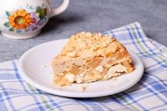Πίτα της Apple με την κρέμα και streusel τυριών εξοχικών σπιτιών Στοκ εικόνες με δικαίωμα ελεύθερης χρήσης