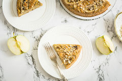Πίτα της Apple με τις φέτες μπανανών Στοκ Εικόνα