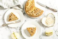 Πίτα της Apple με τις φέτες μπανανών Στοκ Φωτογραφίες