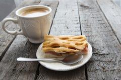 Πίτα της Apple με τον καφέ Στοκ εικόνες με δικαίωμα ελεύθερης χρήσης
