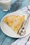 Πίτα της Apple με το γάλα Στοκ φωτογραφία με δικαίωμα ελεύθερης χρήσης
