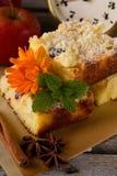 Πίτα της Apple με το γλυκάνισο κανέλας και αστεριών Στοκ εικόνα με δικαίωμα ελεύθερης χρήσης