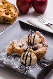 Πίτα της Apple με το παγωτό Στοκ Εικόνες