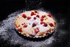 Πίτα της Apple με το το βακκίνιο στο μαύρο πίνακα Στοκ Εικόνες