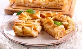 Πίτα της Apple, που τεμαχίζεται στο πιάτο, Στοκ Φωτογραφίες