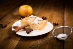 Πίτα της Apple σε έναν ξύλινο πίνακα Στοκ Φωτογραφίες