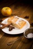 Πίτα της Apple σε έναν ξύλινο πίνακα Στοκ φωτογραφίες με δικαίωμα ελεύθερης χρήσης
