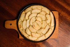 Πίτα της Apple σε ένα πιάτο Τοπ όψη Στοκ εικόνα με δικαίωμα ελεύθερης χρήσης