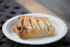 Πίτα της Apple σε ένα πιάτο Στοκ φωτογραφίες με δικαίωμα ελεύθερης χρήσης