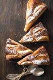 Πίτα της Apple στον ξύλινο πίνακα Στοκ Εικόνες