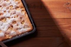 Πίτα της Apple στον πίνακα Στοκ Φωτογραφίες