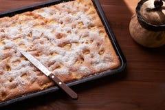 Πίτα της Apple στον πίνακα Στοκ εικόνες με δικαίωμα ελεύθερης χρήσης