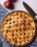 Πίτα της Apple στον πίνακα Στοκ Εικόνα