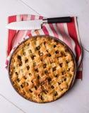 Πίτα της Apple στον πίνακα Στοκ Φωτογραφία