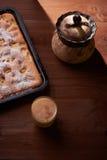 Πίτα της Apple στον πίνακα Στοκ Εικόνες