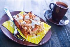 Πίτα της Apple στο πιάτο Στοκ Φωτογραφία