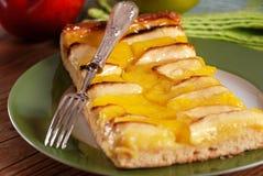Πίτα της Apple στο πιάτο Στοκ Εικόνες