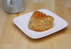 Πίτα της Apple στο πιάτο Στοκ εικόνα με δικαίωμα ελεύθερης χρήσης