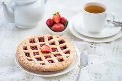 Πίτα της Apple, φραουλών και δικτυωτού πλέγματος του Blackberry Στοκ φωτογραφία με δικαίωμα ελεύθερης χρήσης