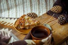 Πίτα, τσάι και ραβδί θυμιάματος Aromatherapy Στοκ φωτογραφία με δικαίωμα ελεύθερης χρήσης