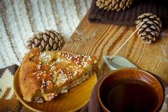 Πίτα, τσάι και ραβδί θυμιάματος Aromatherapy Στοκ φωτογραφίες με δικαίωμα ελεύθερης χρήσης