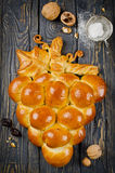 Πίτα φιαγμένη από ζύμη ζύμης σε μια μορφή μιας δέσμης των σταφυλιών Στοκ φωτογραφία με δικαίωμα ελεύθερης χρήσης