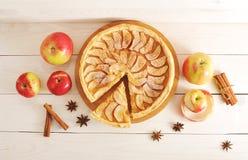 Πίτα Applepie ξινή, συστατικά - μήλα και κανέλα Στοκ Εικόνες