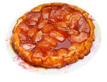 Πίτα Tatin της Apple στο πιάτο που απομονώνεται στο λευκό Στοκ Εικόνες