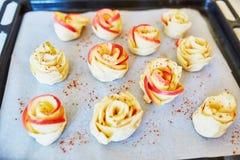 Πίτες της Apple με μορφή τριαντάφυλλων Στοκ φωτογραφίες με δικαίωμα ελεύθερης χρήσης