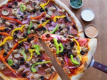 πίτσα ανώτατη Στοκ φωτογραφία με δικαίωμα ελεύθερης χρήσης