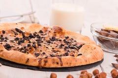 Πίτσα γλυκιάς σοκολάτας με τα μπισκότα Στοκ φωτογραφία με δικαίωμα ελεύθερης χρήσης