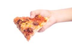 Πίτσα εκμετάλλευσης χεριών Στοκ Φωτογραφία