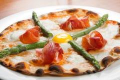 Πίτσα ζαμπόν της Πάρμας Στοκ εικόνες με δικαίωμα ελεύθερης χρήσης