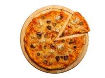 Πίτσα θαλασσινών Με τις γαρίδες, τα μύδια και τις ελιές Στοκ Φωτογραφίες