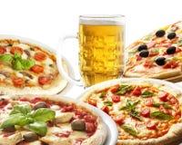 Πίτσα και μπύρα Στοκ εικόνα με δικαίωμα ελεύθερης χρήσης
