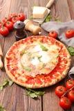 Πίτσα και συστατικό στοκ φωτογραφία με δικαίωμα ελεύθερης χρήσης