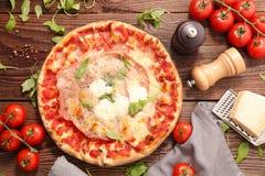 Πίτσα και συστατικό στοκ φωτογραφίες