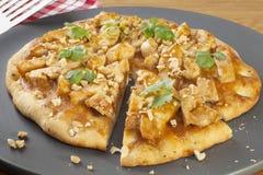πίτσα κοτόπουλου satay Στοκ Εικόνες