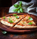 Πίτσα Μαργαρίτα Στοκ φωτογραφία με δικαίωμα ελεύθερης χρήσης