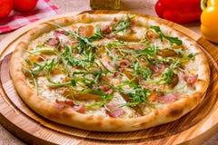 Πίτσα με τα αχλάδια και Gorgonzola το τυρί Στοκ φωτογραφία με δικαίωμα ελεύθερης χρήσης