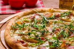 Πίτσα με τα αχλάδια και Gorgonzola το τυρί Στοκ Φωτογραφίες